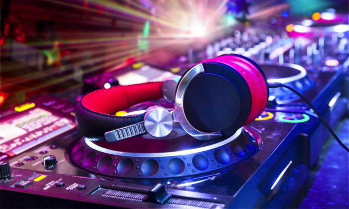 mobile dj, dj services, disc jockey hiring, disc jockey services, professional los angeles dj